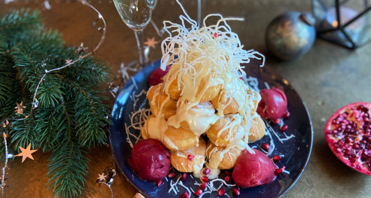 Kerst profiteroles witte chocolade